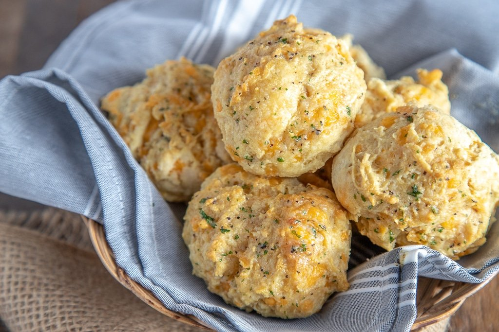 red lobster biscuits in a basket with a cloth napkin