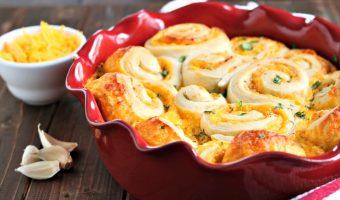 Buttery Cheddar Garlic Rolls