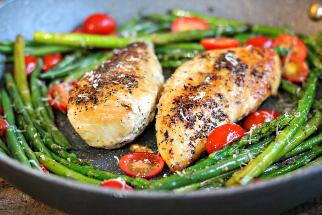 A super fast low carb chicken dinner that is a total weeknight winner! Using just one skillet, dinner is ready in 20 minutes!