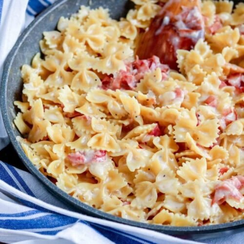 This One Skillet Ham & Cheese Pasta is a weeknight winner ready in less than 30 minutes that makes EVERYONE need seconds. Change up the pasta, and the cheese, but make it over and over!