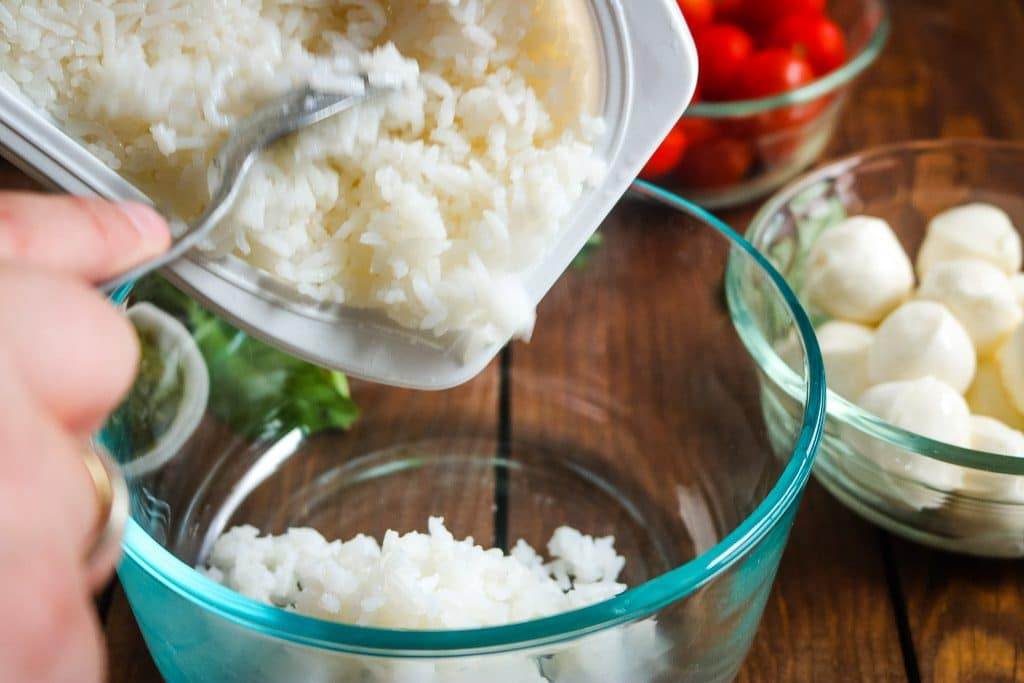 Easy Caprese Rice Bowls (5 ingredients!)
