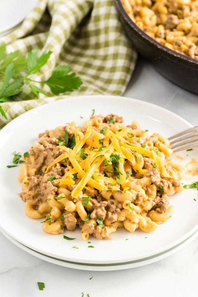 Hamburger helper (cheeseburger macaroni) white bowl, with green and white napkin