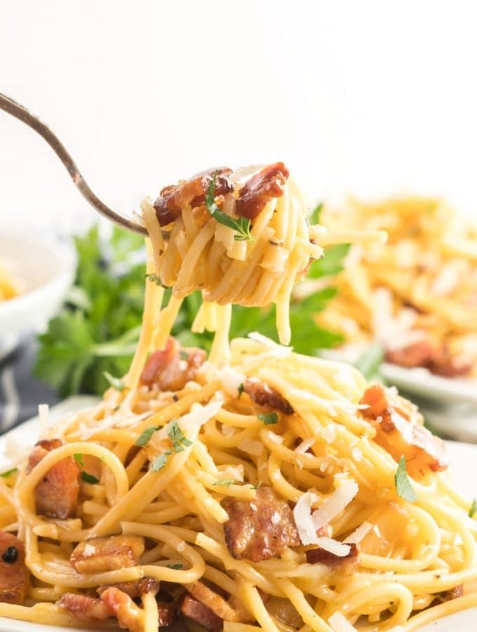 spaghetti carbonara twirled around a fork