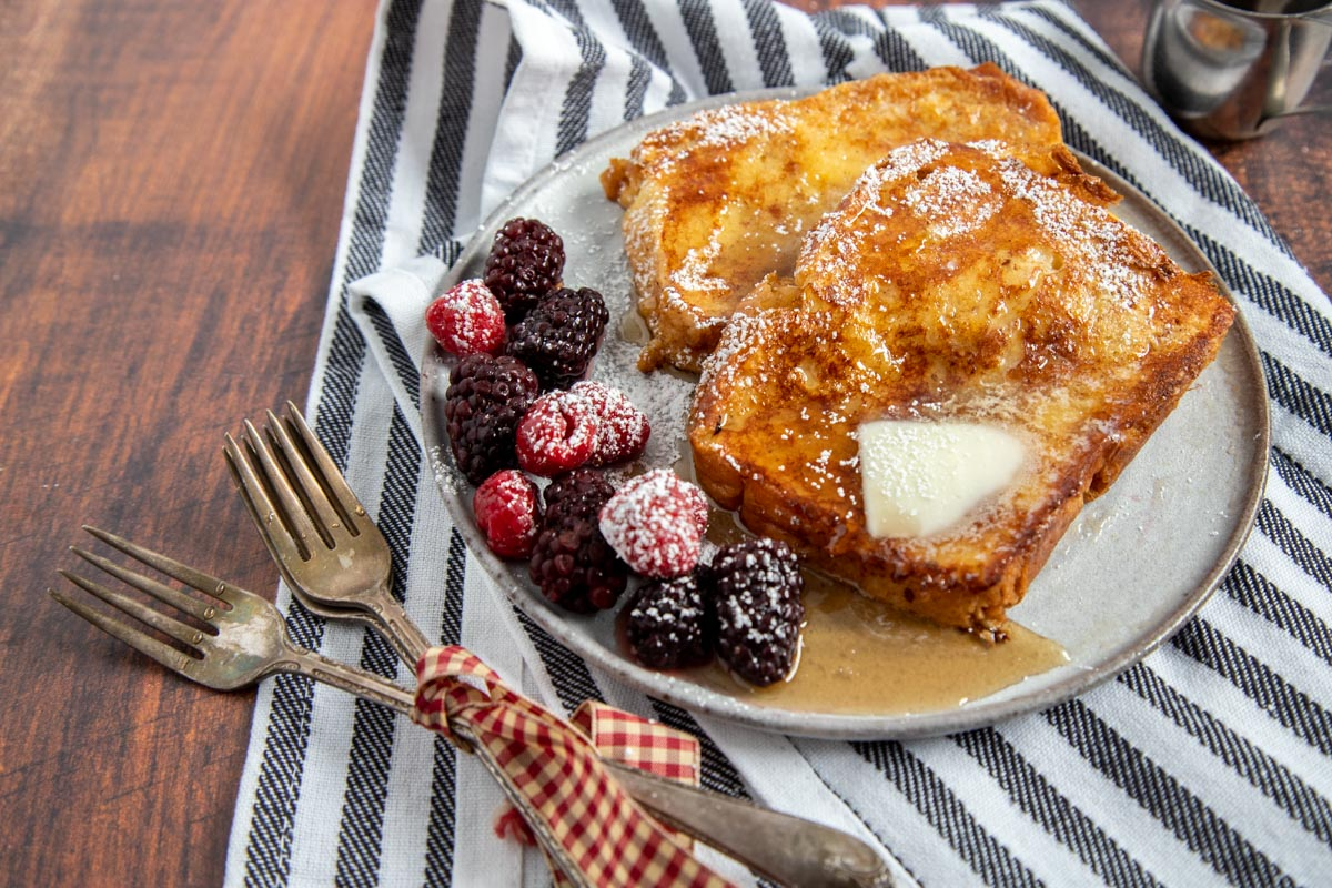 french toast with berries and maple syrup